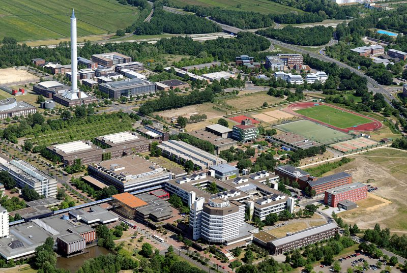 Die_Universitaet_aus_der_Luftperspektive_Motiv_2_Uni Webseite zum Download verfügbar